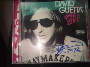 DG SIGNED CD